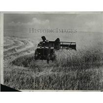 1933 Press Photo A New Combine, half the size of the old style - nee00327