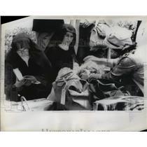 1962 Press Photo Catholic nuns and European woman wait for plane - nee00802