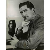 1945 Press Photo Alan Scott, Once Over Lightly - orp26567