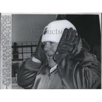 1968 Press Photo Its Cold At Shea Stadium