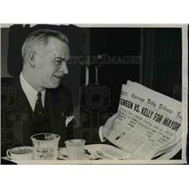 1939 Press Photo Dwight H Green reading newspaper, wins Republican, Mayor of Chi