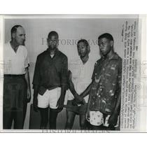 1959 Press Photo Sheriff L.W.Bailey stand with three accused of raping two girls