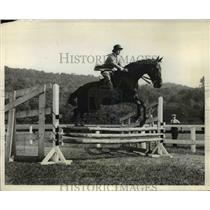 1931 Press Photo Priscilla St. George taking 3ft. jump at Tuxedo Park Horse Show