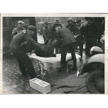 1927 Press Photo Careless Pedestrian - nee01912