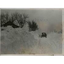 1936 Press Photo Single Track Cut Thru Huge Snowdrifts Winslow Illinois