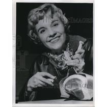 1959 Press Photo Meat carver