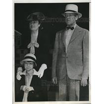 1940 Press Photo Charles L. McNaray, with Mrs.McNaray and Charlottee - nee01839