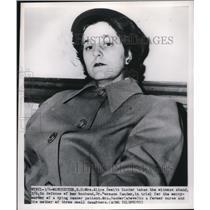 1950 Press Photo Mrs Dewitt Sander Takes Stand Defending Husband Dr Sander