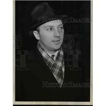 1938 Press Photo of Alvin R. Katz who was punched after trying to serve a