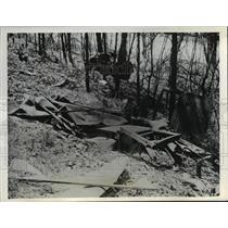 1940 Press Photo Car Crash Wreckage Over Embankment, Athens Ohio - nee02968