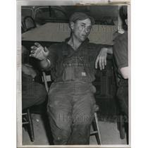 1951 Press Photo HR Johnson a collier at Grafton Ohio