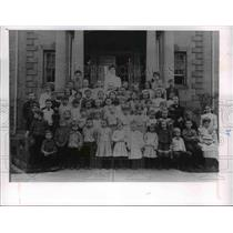 1905 Press Photo Jones home with kids