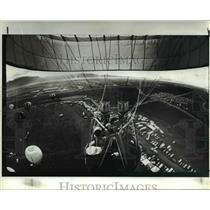 1985 Press Photo Hot Air Balloon in mid flight