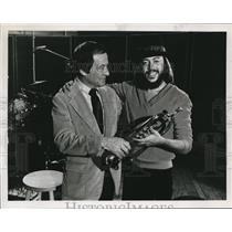1980 Press Photo Chuck Manglone, Andy Kaufman - orp28398