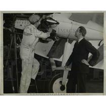 1933 Press Photo Elliott Roosevelt watching Bob Ranslem working on new plane