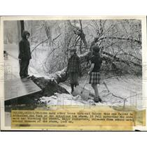 1947 Press Photo Youngsters after ice storm in Toledo Ohio - nee09616