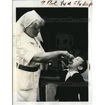 1941 Press Photo The Duchess of Beaufort Opens Estate to War Weary Moms & Kids