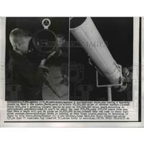1956 Press Photo Skeeter & Jimmy Ward Using Their Telescope - nee08426