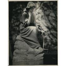 1927 Press Photo Statue in Omaha Cemetery - nee10742
