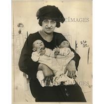 1923 Press Photo Mrs Berther Isaacson & twins Daniel & Dorothy in NJ - nee09792