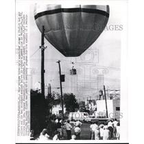 1968 Press Photo Photo of hot/air balloon before it struck a power line