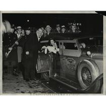 1931 Press Photo Ruth  Wentern NW Univ Chicago Radio Queen in new cop car