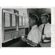 1964 Press Photo James Kirkoatrick and Wayne Satterfield, United Air Lines
