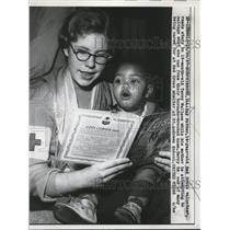 1957 Press Photo Murphysboro Ill Kay Potter 14 Red Cross volunteer & T Wallace