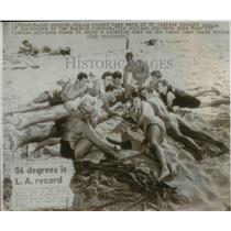1947 Press Photo LA Calif record heat wave brinch people to the beach