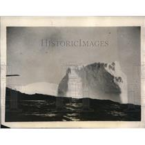 1928 Press Photo Coast Guard cutters are used to clear icebergs away from the NE