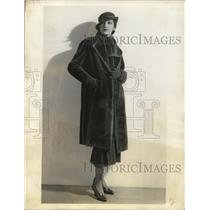 1933 Press Photo Nutria fur swagger coat on a fashion model