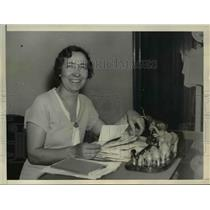 1935 Press Photo Mrs Robert Lincoln Hoyal at desk at Republican Headquarters