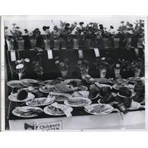 1934 Press Photo Winners of Children's Gardens - nee11471