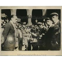 1927 Press Photo new Vienna Police recruits sign up after recent riots