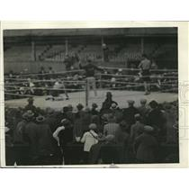 1926 Press Photo Joe Dundee down for final time vs Eddie Roberts