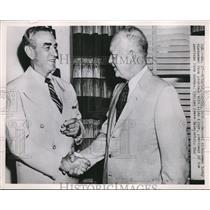 1952 Press Photo Eisenhower chats farm problems with Allan Kline, Denver Colo.