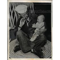 1945 Press Photo Charles Bassett and young son of T/Sgt and Mrs Karl Alberti