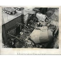 1932 Press Photo The cleaning of the ruins of the bomb explosion of Naptha tank