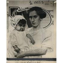 1915 Press Photo Mrs Nalne Lohomann & adopted baby Muriel