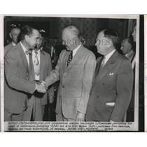 1952 Press Photo Eisenhower shakes hands with Bill Walker in Denver Colorado
