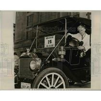 1939 Press Photo Paul H Caldwell in 1919 Model Ford at Philadelphia Auto Show