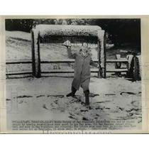 1948 Press Photo Eddie Murphy of San Francisco End of 25 Day Drought With Snow