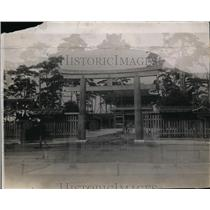 1923 Press Photo Torii at entrance to inner shrine court, Imperial Palace, Japan