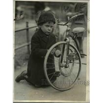 1925 Press Photo Master Harry Randolk Guggenheimer with his Tricycle