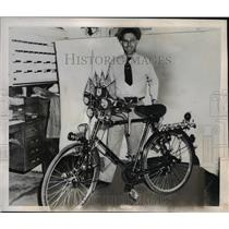 1946 Press Photo Frank A. Batta displays English Bicycle - nee24478