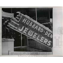 1963 Press Photo Hubbard Jeweler Sign Crashes To Ground After Storm In Salt Lake
