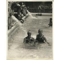 1930 Press Photo Miss Mildred Stromp and Elizabeth Meckel at Cumberland Pool