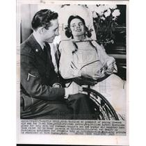 1952 Press Photo Polio Victim Mrs. William E. Moss in Wheelchair & Husband