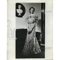 1933 Press Photo Miss Margaret Maher of New York wearing a Janine Shop gown