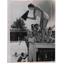 1953 Press Photo Lakewood Park Swimming Pool Lifeguard Mary Jane Doughtery